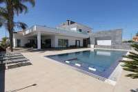 Luxurious 5 bedroom villa with private pool for sale in San Pedro del Pinatar, Costa Blanca South