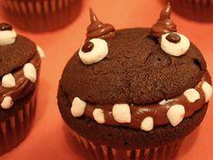 Dolci spaventosi e deliziosi, scoprili qui, buuu http://www.pianetadonna.it/foto_gallery/cucina/dolci-di-pasta-di-zucchero-per-halloween/muffin-mostruoso.html