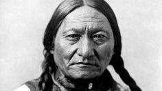Vor 180 Jahren wird Sitting Bull in Amerika geboren, er war Lakota Sioux Indianer.  Er wurde berühmt, weil er für die Freiheit der Indianer in Amerika kämpfte und gegen die Weißen in den Krieg zog.
