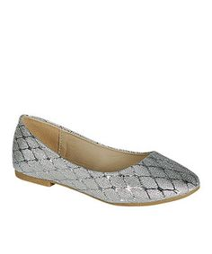 These fun flats feature a simple, chic diamond pattern that adds just the right amount of pizazz. Their slip-on style makes it easy to add a hint of glam to ensembles, from daily wear to special occasions.