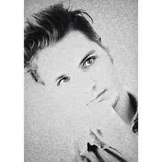#jettrebel #jettrebelfan #jeltetuinstra #singer #singersongwriter #multiinstrumentalist #guitarist #pianist #musician #music #instamusic #pop #rock #psychedelic #portrait #face #cute #eyes #edit #bw #mono #blackandwhite #thebest #wealllovejettrebel #goodmorning Original pic by André Bakker by pebblesstreet https://www.instagram.com/p/BF0hl9szhID/ #jonnyexistence #music