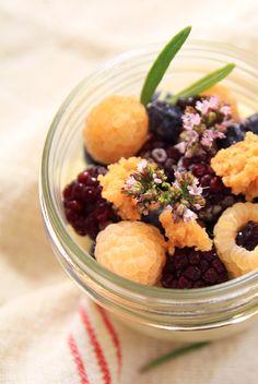Triffle aux fruits Rosetime6 TRIFLE AUX FRUITS DE SAISON, STREUSEL AUX AMANDES ET ROMARIN