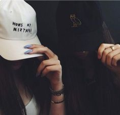 There are 2 tips to buy hat, ovo black drake hat. Hats Tumblr, Drake Concert, Grunge Teen, Dope Hats, Shady Lady, Poses For Pictures, Beanie Hats, Beanies, Little Girls