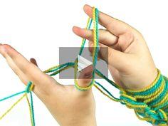 ¿Sabes que se puede tejer con los brazos y hacer labores super originales? En este vídeo tutorial te lo enseñamos