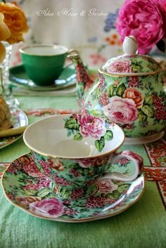 Pink and Green - Aiken House & Gardens. The color scheme is perfect for garden tea party idea Café Chocolate, Pause Café, Teapots And Cups, Teacups, China Tea Cups, China Teapot, Tea Service, My Cup Of Tea, Vintage Dishes