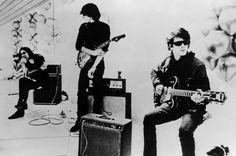 From Right to Left: Lou Reed , Sterling Morrison , John Cale , Maureen Tucker (The Velvet Underground)