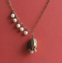 Tulip with Pearls Necklace--love the pearls to one side!