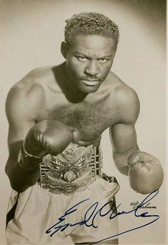 Ezzard Charles. Masterful fighter if there ever was one. THE greatest light heavyweight of all times, but never allowed to fight for a title he would have kept forever, he captured the heavyweight belt after Louis' retirement, successfully defended against him returning, had a decent reing and gave Marciano two of his toughest fights.