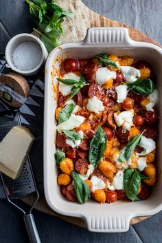 Gnocchi uit de oven met chorizo en cherrytomaatjes recipes o Good Healthy Recipes, Vegetarian Recipes, Cooking Recipes, Oven Dishes, Food Dishes, I Love Food, Good Food, Italian Pasta Recipes, Italian Foods