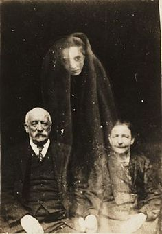 Photograph created to support Spiritualism By Unknown / National Media Museum [Public Domain], via Wikimedia Commons