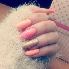 130 i 131 #nailartwow #nails2inspire #najlepsze #hybrydy #semilac #diamondcosmeticspoland #nowe #pazurki #efektholo #róż #migdałki