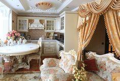 ВМоскве нашли «однушку», обставленную встиле лучших дворцов мира. Хозяйка рассказала, как ейживется вквартире для настоящей принцессы