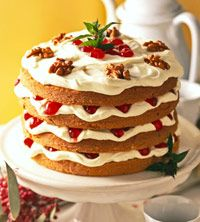 8 Dramatic Christmas Cakes to Wow Your Holiday Guests