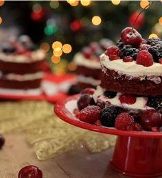 Naked Cake de Red Velvet! Bolo de Chocolate com cobertura (e recheio) de Cream Cheese - lotado de frutas vermelhas!