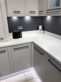 Grey Kitchen Walls, Grey Cupboards, Gray And White Kitchen, Grey Kitchen Cabinets, Kitchen Worktop, Kitchen Units, Kitchen Paint, Grey Walls, Diy Kitchen