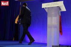 """A son QG, François Fillon y a cru """"jusqu'au bout"""" Le candidat de la droite François Fillon ne s'est résigné à la défaite que quelques minutes avant l'annonce des premières estimations.Au QG de F... http://www.parismatch.com/Actu/Politique/A-son-QG-Francois-Fillon-y-a-cru-jusqu-au-bout-1239377"""