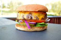 Den perfekte Hamburger! – gladkokken Beste Burger, Heston Blumenthal, Salmon Burgers, Cheddar, Ethnic Recipes, Food, Perfect Hamburger, Salmon Patties, Cheddar Cheese