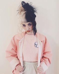 ★ Melanie Martinez, love her hair and voice!