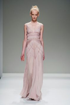 View all the catwalk photos of the Bibhu Mohapatra spring / summer 2014 showing at New York fashion week. Fashion Week, Runway Fashion, Fashion Show, Women's Fashion, Glitter Dress, Gold Dress, Bibhu Mohapatra, Diana, Nice Dresses