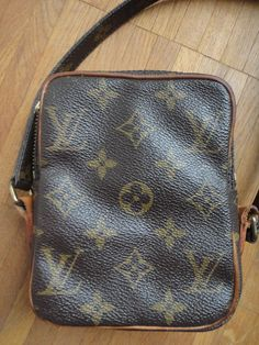 detail of my vintage Louis Vuitton Danube :-)