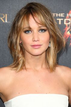 Jennifer Lawrence Short Hairstyle - Celebrity-Inspired Hairstyles for Summer - Harpers BAZAAR