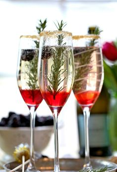 Perfect Holiday Signature Drink ~ The Blackberry Ombre Sparkler ~ we ❤ this! moncheribridals.com