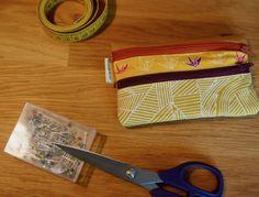 Cette pochette à double poches, je l'utilise au quotidien comme portefeuille. Dans un mouvement global de simplification minimaliste, j'ai envoyé valser mon énorme portefeuille plein de choses qui …