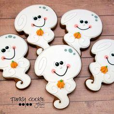 Boo! ... #funkycookiestudio #jillfcs #doorcounty #sisterbay #edibleart #cookieart #countrywalkshops #dowhatyoulove #boo #ghostcookies #halloweencookies