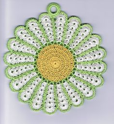 free pattern...Vintage Daisy Potholder...this one has more petals than the other pot holder pattern i have seen.
