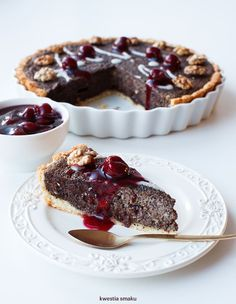 Tarta makowa z czekoladą i wiśniami | Poppyseed tart with chocolate and sour cherries in Polish