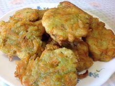 Ricetta delle frittelle di fiori di zucca o di zucchine. Scopri come fare le frittelle con questi semplici passaggi. Approfondisci qui: http://www.fragolosi....