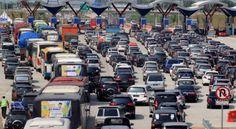 """18 pemudik meninggal saat kemacetan YLKI mendesak untuk diusut tuntas  JAKARTA (Arrahmah.com) - Ketua Pengurus Harian Yayasan Lembaga Konsumen Indonesia (YLKI) Tulus Abadi mendesak pemerintah untuk mengusut tuntas kejadian 18 orang pemudik yang meninggal dunia saat mengalami kemacetan di jalan tol di Brebes Timur.  """"YLKI mendesak Kementerian Perhubungan dan Kementerian Kesehatan untuk mengusut tuntas terkait 18 orang meninggal dunia akibat bencana kemacetan di tol Brebes Timur"""" kata Tulus…"""