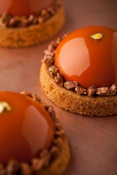 nathanielreid-project-amber-l Pecan Caramel,Sable Breton, Caramel Mousse… Fancy Desserts, Just Desserts, Delicious Desserts, Dessert Recipes, Caramel Mousse, Decoration Patisserie, Pastry Art, Caramel Recipes, Plated Desserts