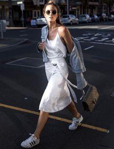 """Tenue casual féminine + """"it"""" bag = le bon mix (jupe Isabelle Quinn - photo Base Colour)"""