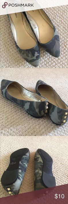 Camo flats EUC very comfortable! The shoes are in very good condition. They're also really comfortable. Xhilaration Shoes Flats & Loafers