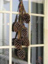 Pretty and simple - pinecone door arrangement