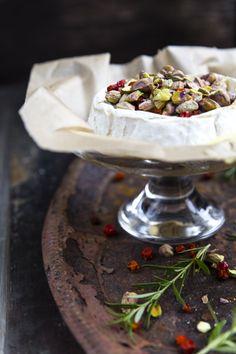 Camembert. http://www.jotainmaukasta.fi/2014/11/12/juustoja-ja-punaviineja-jouluksi/