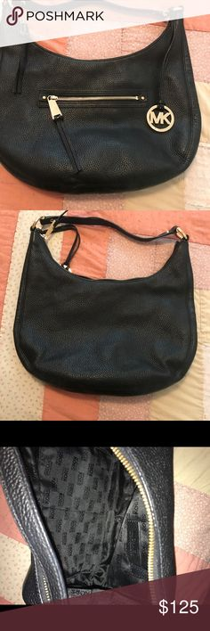 Michael Kors Black Leather Purse 💥Barely Used💥 Black Leather Authentic Michael Kors Purse only used a few times! Michael Kors Bags Shoulder Bags