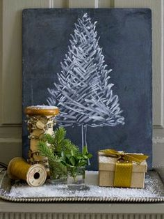 Clica la imagen para ver tips para llenar de adornos tu árbol de Navidad. Este arbol nos ha fascinado. ¡Es muy original! Para más pins como éste visita nuestro board. Espera! > No te olvides de repinear si te gustó! #arboldenavidad #navidad #arbol #adornosdenavidad