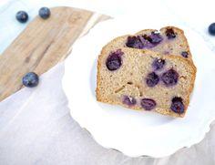 Spelt-yoghurtcake met blauwe bessen #healthy #baking #blueberries #cake