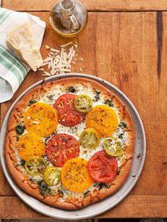Suncrest Gardens Farm's Pesto Pizza — Great way to use fresh tomatoes. Recipe: www. Pesto Pizza, Pizza Pizza, Pizza Dough, Fresh Tomato Recipes, Vegetable Recipes, Kale Pesto, Tomato Pesto, Pizza, Alonso Mateo