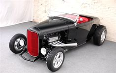 Newly built hot rod using glass fibers or bodies of the more expensive steel, the new printer. Ford's 1932 classic lines close again with the new bodies.