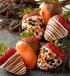 Festive colored chocolates put a new twist to your strawberries. Try Red & Green for Christmas or Blue & White for Hannaka.