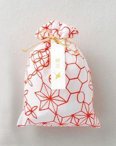 【糖花 紅】what a simply and lovely style Jewelry Packaging, Gift Packaging, Packaging Design, Japanese Packaging, Asian Design, Japanese Graphic Design, Japanese Patterns, Pattern Illustration, Cotton Bag