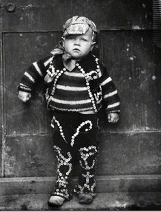 baby pearly king 1926 Pearly Kings and Queens, known as pearlies, are an organised charitable tradition of working class culture in London, England.