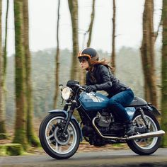 @misscleyland bringing in the Spring with her Moto Guzzi V7. Thanks for sharing! . Tag us on your photos or email contact@croig.co to be featured on our page. . #croig #caferacersofinstagram