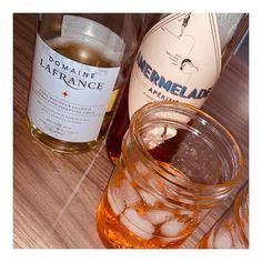 De Façon Souris sur Instagram : «Être blogueuse minimaliste, écolo c'est aussi encourager l'achat local, ce soir ma puce @beadej et moi avons testé l'apérol spritz version…»