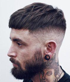 Coupe de cheveux homme long en haut