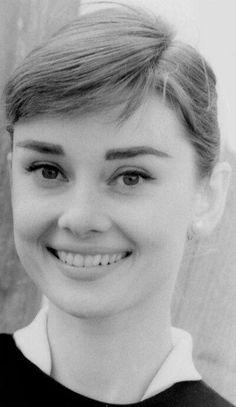 Style Audrey Hepburn, Audrey Hepburn Photos, Golden Age Of Hollywood, Vintage Hollywood, Classic Hollywood, Actrices Hollywood, British Actresses, Brigitte Bardot, Marilyn Monroe