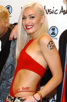 Gwen Stefani knows how to make a statement -- and she usually does it with her abs. But on Friday, the No Doubt singer and mother of two (we . Gwen Stefani No Doubt, Gwen Stefani Style, Gwen Stefani Body, Gwen Stefani Bikini, Gwen Stefani Pictures, 57th Annual Grammy Awards, Sweet Charity, Famous Singers, Pop Singers